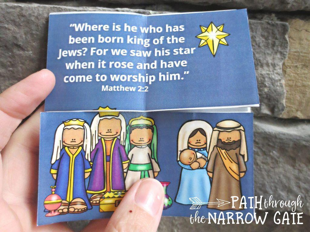 Once kids make this infinity folded nativity puzzle, they can change the scenes by gently pulling the puzzle part - and it just keeps going!