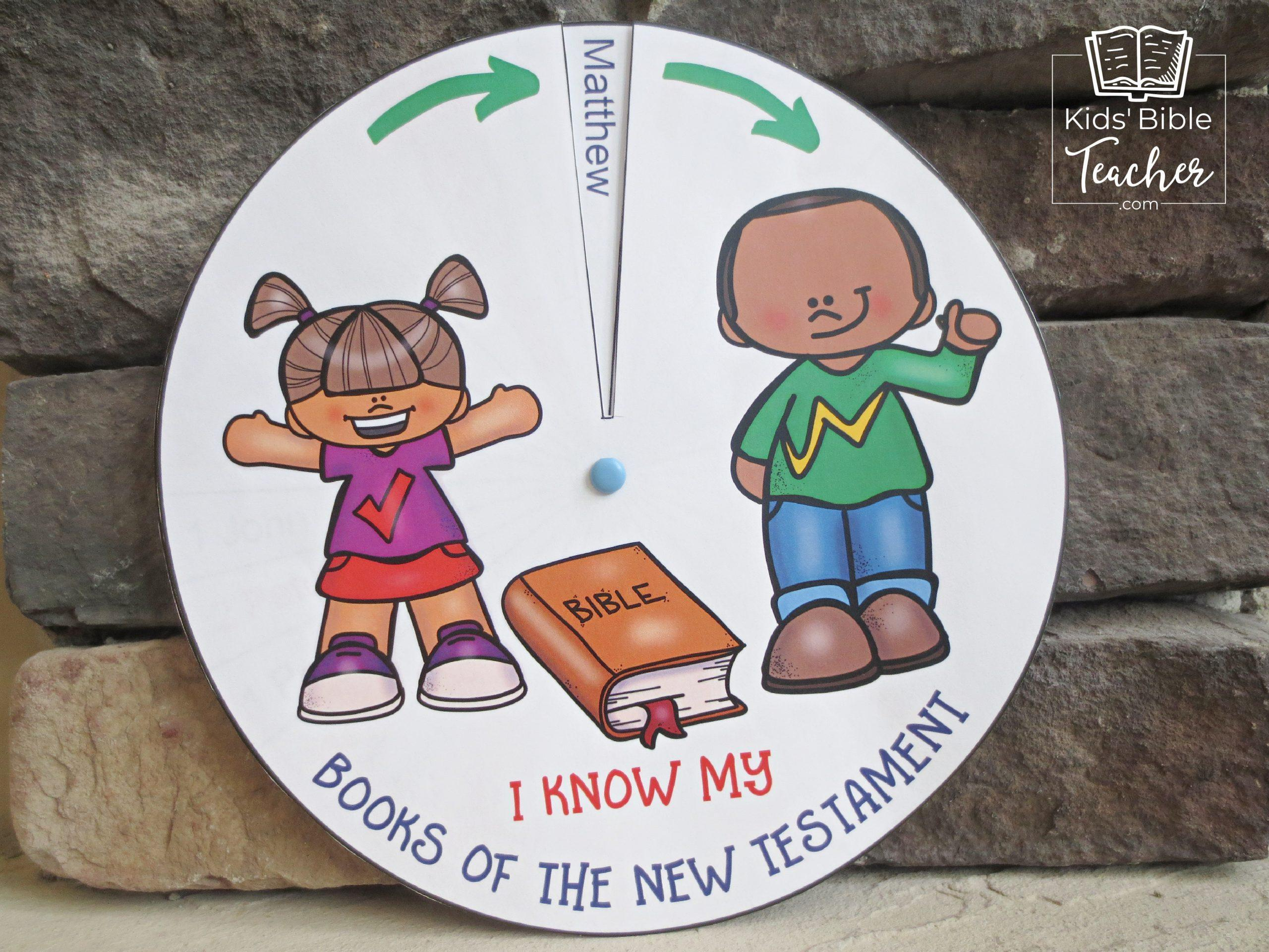 The Books of the Bible New Testament Spinner is easy to make, fun to play with, and will help your kids learn the New Testament books. | KidsBibleTeacher.com